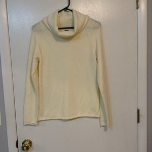 GAP MED CREAM COLOR LONG SLEEVE COWL NECK SWEATER